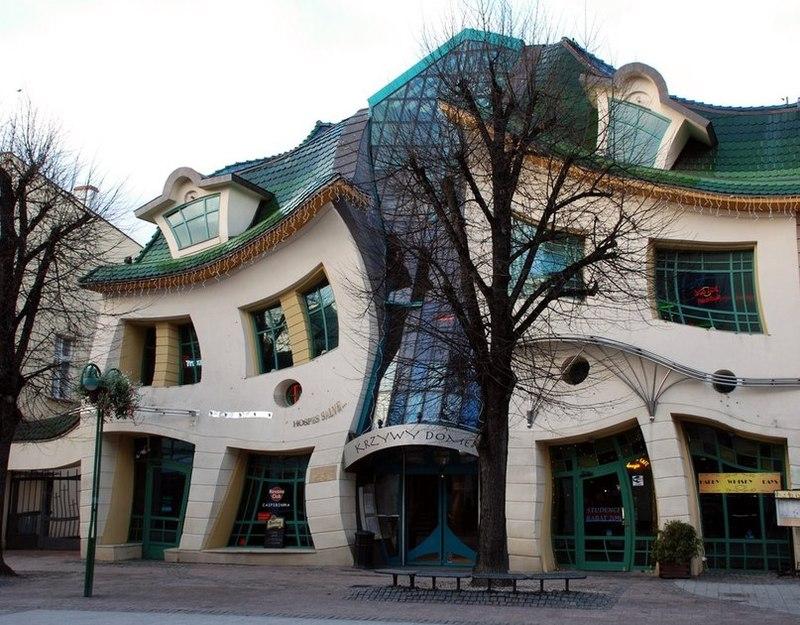 Скрученный дом.